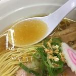友愛亭 - 本気さんま正油ラーメン(700円)スープ