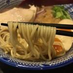 麺 昌まさ - 鶏節魚介(864円)麺リフト