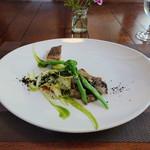 71085599 - 鮮魚のポワレ夏野菜と朝倉山椒のタブナードソース