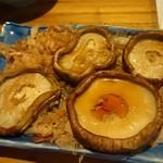 イソノサザエ - 焼椎茸