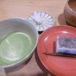 71089205 - うす茶と生菓子セット