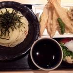 武膳 - ◆野菜天ぷらさるうどん(880円)・・麺を半量にして頂きましたので、100円引きで780円。