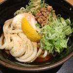 水道橋麺通団 - ぶっかけ中に温泉卵と納豆トッピングで700円