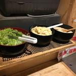 水道橋麺通団 - 薬味3種類