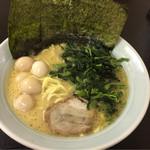 71093210 - ラーメン(大)+うずら卵(50円)+ほうれん草