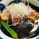 71098070 - 冷やし煮干しそば黒醤油 夏野菜添え800円