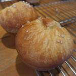 カネルブレッド - 塩バターロール(180円)