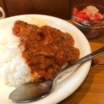 71099906 - チキンカレー並盛りとトマトサラダ