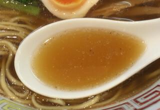 ほっこり中華そば もつけ - スープのアップ