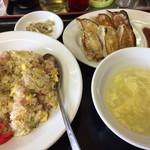 金石餃子店 - 餃子・炒飯セット