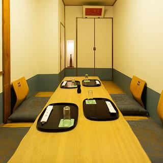4〜5名様でくつろいでいただける純和風の完全個室を完備