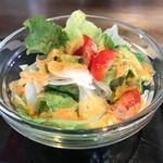 厚切りステーキたわらや - サラダはメキシカンな香辛料の香るドレッシング