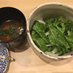 71110424 - サラダと味噌汁はとても少ない(´∀`*)