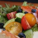 コモ バール - 地野菜のサラダ りんご酢ドレッシングアップ