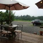 カフェ&キッチン ケイ - 外観…テラス席(お天気のいい日は気持ち良さそう)