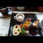 カフェ&キッチン ケイ - デザートプレート  (チョコレートケーキとラ・フランスのシャーベット、果物いっぱい)