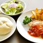 醍醐 - チキンソテー、チーズたっぷりトマトソースまたは和風おろしソースでどうぞ。