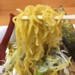 麺や 琥張玖 - 中ぐらいの縮れ麺