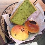 サンタカフェベーカリー グランママ - くるみパン・チョコレートパン・食パン
