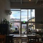 S.W.G cafe by ENLARGE - 天井が高く、開放的。こんな家ならいいな←だんだんその気になってきた