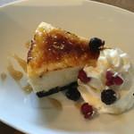 S.W.G cafe by ENLARGE - ブリュレーチーズケーキは少し冷たいスイーツどえす