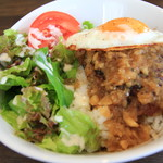cafe luana - ハンバーグにオニオンソースがタップリ