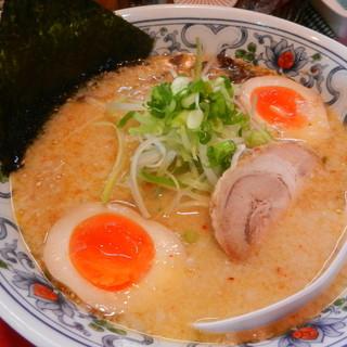 らーめん&餃子麺吉 - 料理写真:とんこつラーメン(煮玉子トッピング)