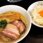 かしわぎ - 料理写真:醤油ラーメン、日替り飯(TKG)800円