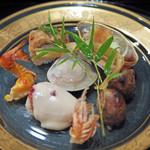 71127367 - 八寸...鱧の骨の揚げ物、鱧のお寿司、くらげ、イチジク、はまぐりのゼリー、車海老、タロイモ