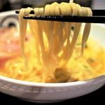 麺処 蛇の目屋 - 鶏白湯・麺UP=平打ち中太