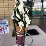 カステラの銀装 カフェ ラ・サール - 料理写真:抹茶ソフトクリーム 中にあんこと抹茶カステラ入り