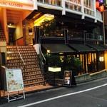 マーサー カフェ ダンロ - 外観。階段を上がり2階