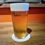 71136340 - 生ビールも自分で注ぎます~