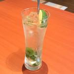 『千住の海老料理専門店』Shrimp Dining EBIZO 北千住 - バジルライムサワー(税別520円)