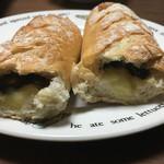 71136900 - 黒オリーブとチーズのプチポルカの断面