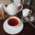 紅茶舗サウザンドリーフ - ディンブラ[ストレート&ミルク](2017/08/04撮影)