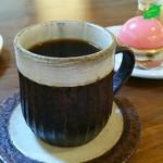カプリ コーヒー ビーンズ - スペシャルティコーヒー「ドミニカプリンセスワイニー」とチラッと「桃のムース」♪♪