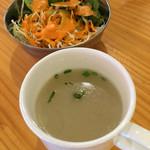 71138662 - スープとサラダ付き