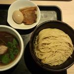 71141786 - あっさり淡麗(細麺)半熟味玉煮干しつけ麺(900円)