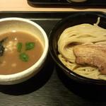 71141789 - 濃厚煮干しつけ麺(830円)+中盛(50円)