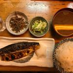 浜の家 - サバ塩焼き定食800円