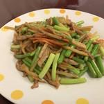 香満園 - 料理写真:にんにくの芽と豚肉の細切り炒め