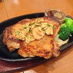 日本酒バル YODARE - 大山鶏一枚焼き