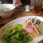 モーツアルト - 「夏野菜とベーコン・イカのソルトパスタ」 「チキンフォー」
