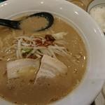 ふじ十 - スープが家系っぽくて好きな豚骨醤油ラーメン