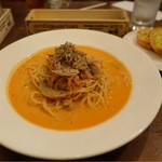 Nonna - トマトクリームツナ+330円追加で、サラダとガーリックパン☆