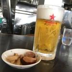 71159818 - 大ジョッキの生ビールとおつまみ