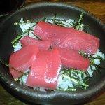 7116235 - 愚息のマグロ丼多分¥900