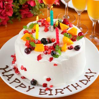 大切な記念日は音楽に合わせてスペシャルケーキでサプライズ♪
