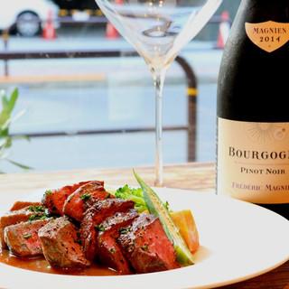 料理に合うワインと日本酒をお楽しみください